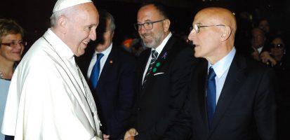 Piero Di Lorenzo Presenta A Papa Francesco Le Ricerche Dell'IRBM Durante L'Huntington Day